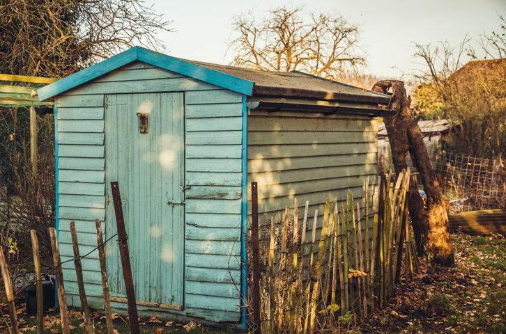construire une cabane de jardin pour ranger ses outils de jardinage. Black Bedroom Furniture Sets. Home Design Ideas